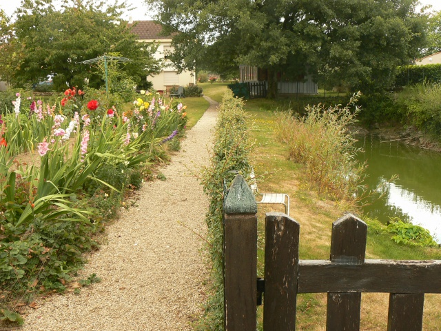 Petit muret en pierre s che au jardin forum de jardinage for Petit muret de jardin
