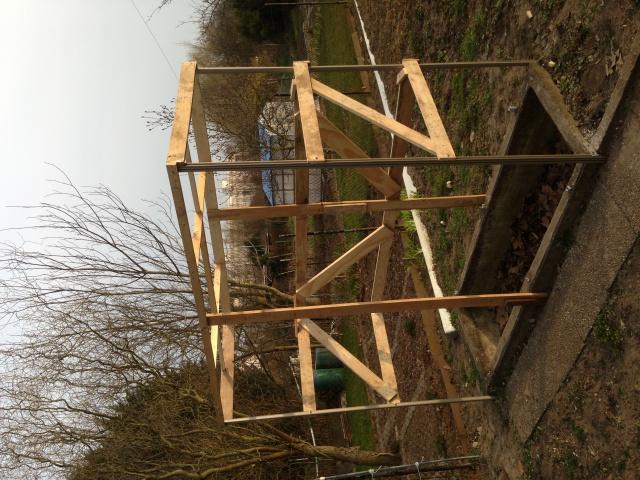 construction petite serre au jardin forum de jardinage. Black Bedroom Furniture Sets. Home Design Ideas