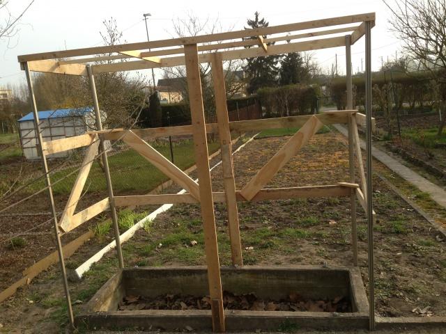 Construction petite serre au jardin forum de jardinage - Fabriquer une petite serre de jardin ...